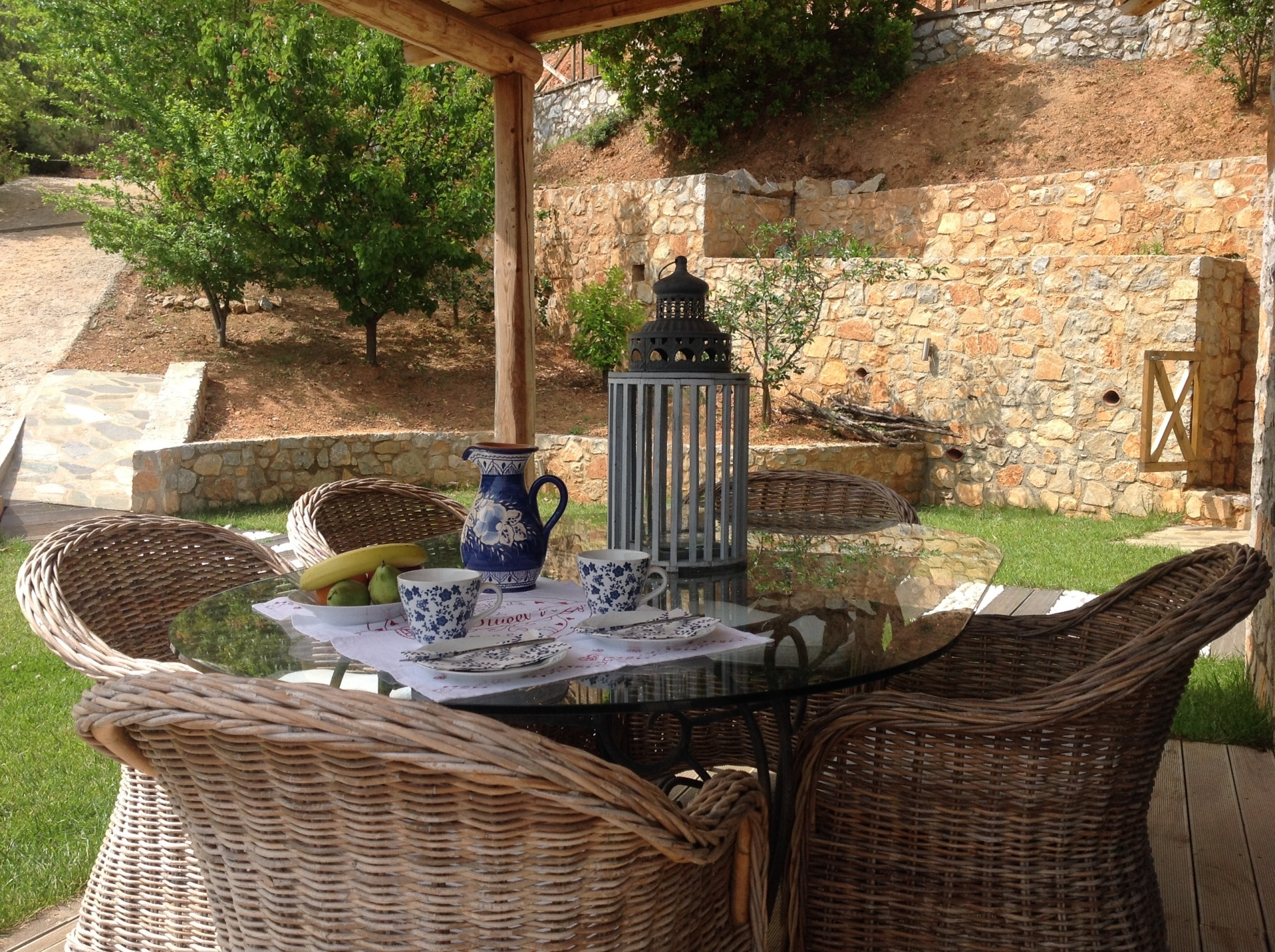 breakfast cosy terrace in Skiathos villa